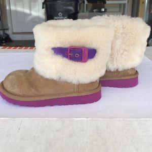 eedd3e2c778 Kids UGG boots S/N 1001672 size 10